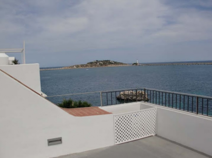slaapkamer huis twee in de haven van Ibiza te koop