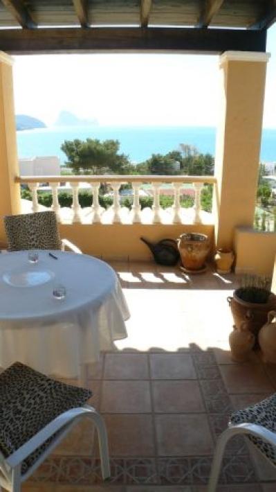 De luxe villa met 3 slaapkamers in Ibiza te koop
