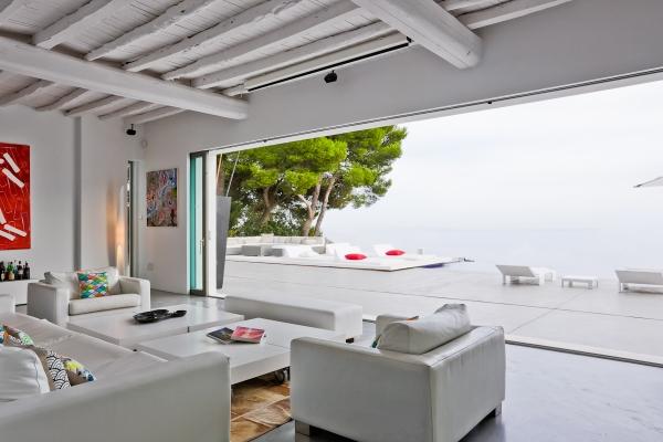 Luxe villa te koop in Es Cubells in Ibiza