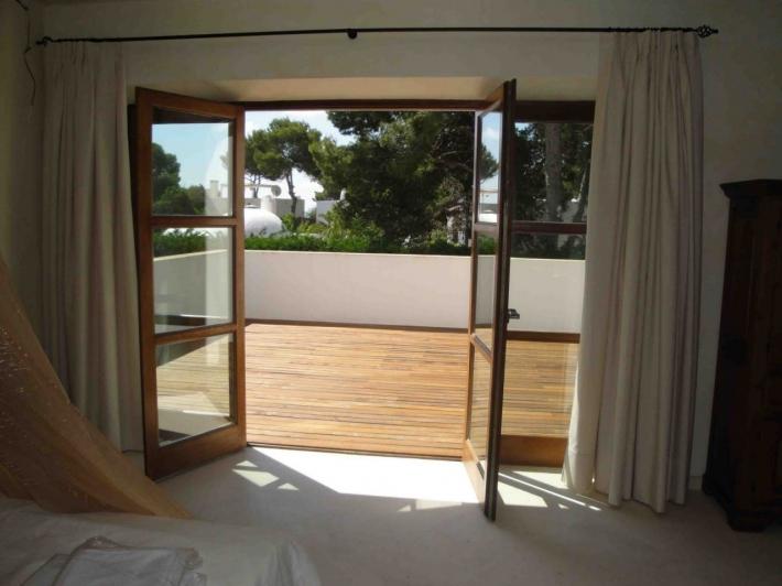 Deze prachtige villa met 5 slaapkamers te huur in Santa Eulalia