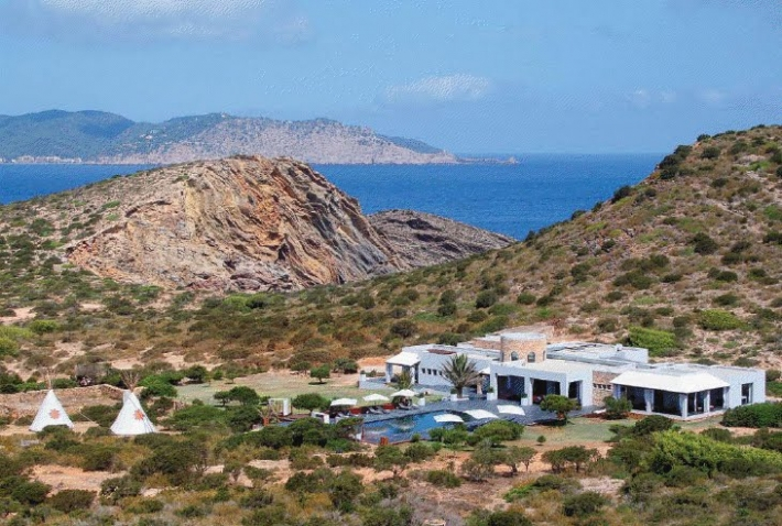 Exclusive island with a VIP housing for rent