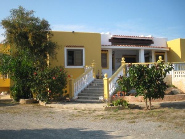 Deze spectaculaire villa met 3 slaapkamers Sant Jordi te koop