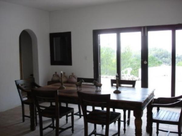 Mooie villa met 4 slaapkamers in Cala Tarida te koop