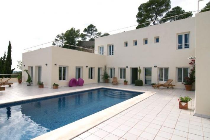Luxe villa met 7 bedden + 10 bedden te koop in Santa Eulalia