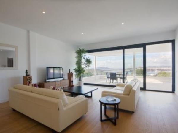 Luxe vier slaapkamer villa te huur in Talamanca Ibiza